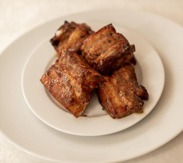 Грудинка свиная на кости  в карамельном соусе