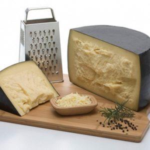 Сыр Реджианито 46%
